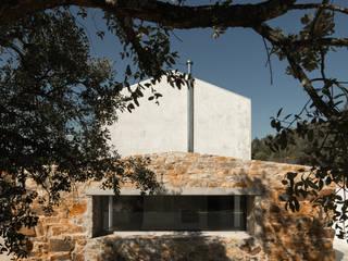 Casa dos avós: Casas de campo  por Paulo Miguez Arquitectos,Eclético