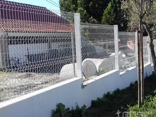 Projecto e Construção de Cobertura de Vidro e Vedação - Gouveia: Casas de campo  por Tepsol, Lda,