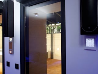Ruang Keluarga Modern Oleh Domonova Soluciones Tecnológicas para tu vivienda en Madrid Modern
