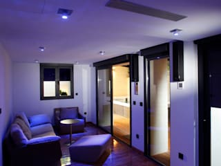 モダンデザインの リビング の Domonova Soluciones Tecnológicas para tu vivienda en Madrid モダン