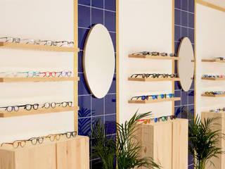 Una óptica de diseño en Seseña, Toledo Clínicas de estilo escandinavo de CARMITA DESIGN diseño de interiores en Madrid Escandinavo