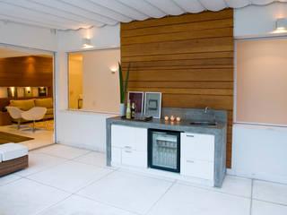 Moderner Balkon, Veranda & Terrasse von Viviane Cunha Arquitectura Modern
