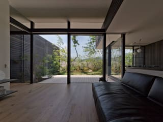 Living room by エイチ・アンド一級建築士事務所 H& Architects & Associates, Scandinavian Wood Wood effect