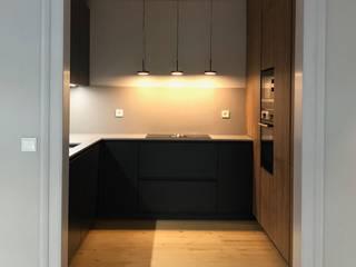 مطبخ تنفيذ MLeP - Marisa Lima Estudos e Projectos de Arquitectura Lda.,
