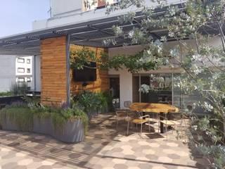 Rooftop Polanco: Terrazas de estilo  por Huatan