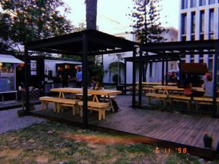 Patio de Bolsillo American Food Truckers - U. Autonoma B+2 Restaurantes Hierro/Acero Acabado en madera
