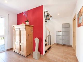 Pasillos, vestíbulos y escaleras clásicas de TALBAU-Haus GmbH Clásico