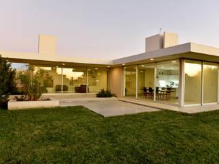 Azara casa + estudio: Casas de estilo  por Andrés Moroni  Arquitecto