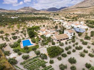 Fotografías profesionales con drones: Casas rurales de estilo  de Fotointeriores S.L., Moderno