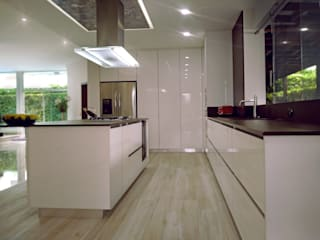 Decoralvarez Built-in kitchens White
