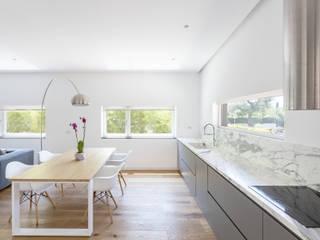 Cocinas de estilo moderno de FADD Architects Moderno