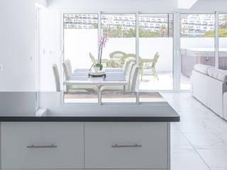 Reforma integral. Apartamento Orinoco Salones de estilo escandinavo de O2 eStudio BIM arquitectos S.L.P Escandinavo