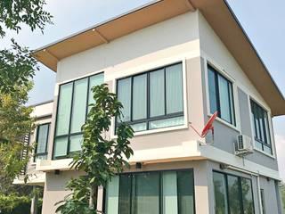 สร้างบ้านตัวอย่าง โดย บริษัท บ้านระเบียงขาว จำกัด คลาสสิค