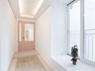 현대적인 고전미가 묻어나는 50평 아파트 인테리어 : 용인 수지구 대우 푸르지오: BK Design Studio의  복도 & 현관,클래식