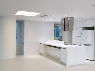 Cozinhas modernas por 디자인모리 Moderno