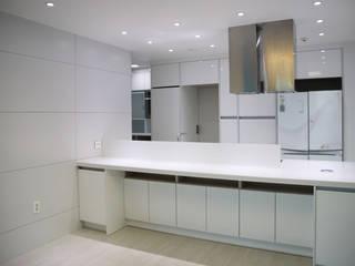 Muebles de cocinas de estilo  por 디자인모리, Moderno Cerámico