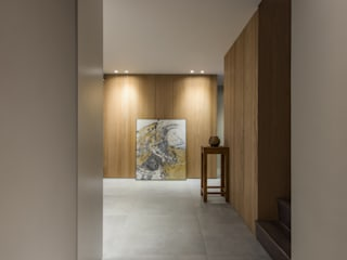 Modern Corridor, Hallway and Staircase by 竹村空間 Zhucun Design Modern