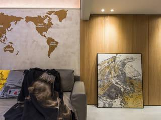 走廊上方是二樓空間:  走廊 & 玄關 by 竹村空間 Zhucun Design
