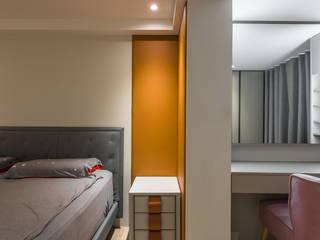 更衣空間的梳妝台:  臥室 by 竹村空間 Zhucun Design