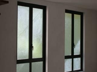Janelas e portas rústicas por Tangará Esquadrias de Alumínio Rústico