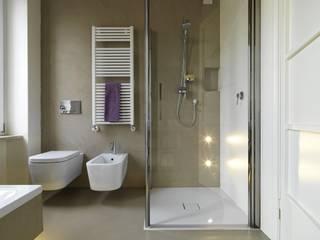 Salle de bain moderne par resingroup srl Moderne