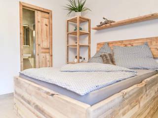 edictum - UNIKAT MOBILIAR 臥室床與床頭櫃 木頭 Beige