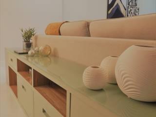 Moderne woonkamers van Izabella Biancardine Interiores Modern
