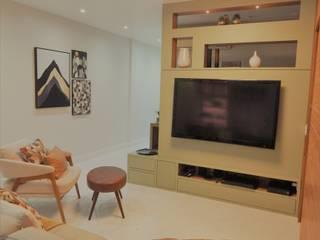 Sala dividida - Tv e Home Office: Eletrônicos  por Izabella Biancardine Interiores,Moderno