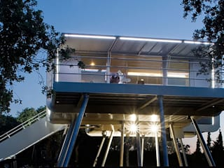 の Domonova Soluciones Tecnológicas para tu vivienda en Madrid モダン