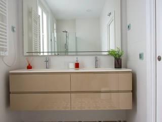 Baño de GrupoSpacio constructores en Madrid Moderno