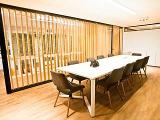 OFICINAS: Estudios y oficinas de estilo  por Ba75 Atelier de Arquitectura