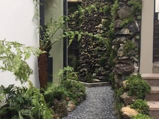Casa Santa Fe.: Jardines de estilo  por Huatan