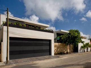 Moderne huizen van AIDA TRACONIS ARQUITECTOS EN MERIDA YUCATAN MEXICO Modern