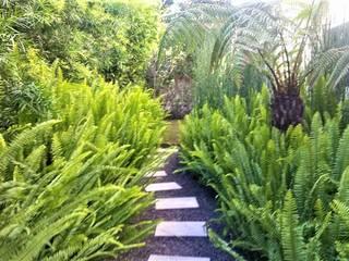 Casa Interlomas: Jardines de estilo  por Huatan