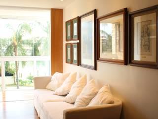 Living room by Viviane Cunha Arquitetura
