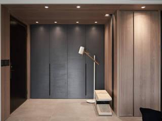 台北Y宅:  走廊 & 玄關 by 卡納文創/品納設計,