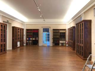 Museos de estilo  por Falegnameria su misura, Clásico