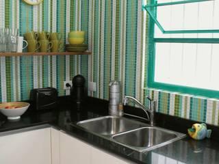 Cocina en Villa Devoto: Cocinas de estilo  por Compañía de Mosaicos