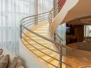 Casa Esplêndida por Designer de Interiores e Paisagista Iara Kílaris Moderno