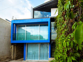Single family home by ÖQ Arquitectos, Eclectic