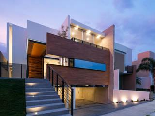 Houses by SAUL LARA arquitectos, Modern