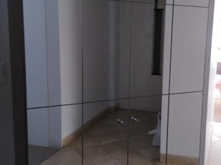 Alicia Ibáñez Interior Design บันได โถงทางเดิน ระเบียงที่เก็บของ กระจกและแก้ว