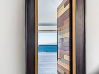 Porta in legno di Ercole Srl Moderno