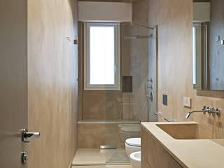 _LINEA_ Design e minimalismo nel quartiere di Castelletto, Genova Bagno moderno di Giulia Grillo Architetto Moderno