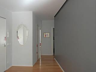 ZERO.4_ Una casa a portata di famiglia Ingresso, Corridoio & Scale in stile industriale di Giulia Grillo Architetto Industrial