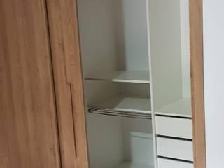 closet com portas de passagem deslizantes em mdf Closets por PROJETO IDEAL PLANEJADOS Moderno