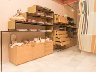Colonial style offices & stores by Piedra Papel Tijera Interiorismo Colonial