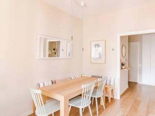Scandinavian style dining room by Piedra Papel Tijera Interiorismo Scandinavian