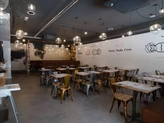 Simetrika Rehabilitación Integral Industrial style dining room