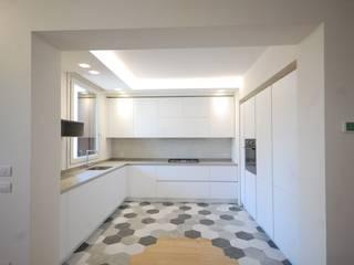 essenziale Cucina moderna di amoabitare | architettura Moderno